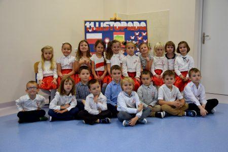 Patriotyczne śpiewanie w naszym przedszkolu