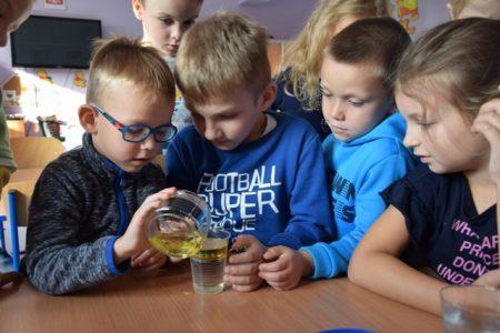 Zabawy badawcze z wodą