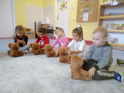 Język angielski w grupie I – JEŻYKI. Uczymy się wskazywać części ciała na misiu