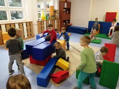 Wesołe zabawy przedszkolaków