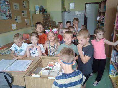 SÓWKI zwiedzają szkołę