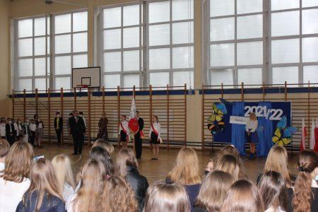 Rozpoczęcie roku szkolnego 2021/2022 połączone z uroczystym pasowaniem pierwszoklasistów na uczniów Szkoły Podstawowej Nr 14